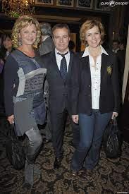 Jeane Manson, Fabien Lecoeuvre et Anne Richard lors de la soirée de charité  au profit de l'association Soleil d'Enfance, au Fouquet's à Paris le 29  novembre 201 - Purepeople