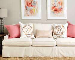 Guide to Choosing Throw Pillows - How To Decorate