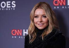 Kelly Ripa Calls Some Commenters ...