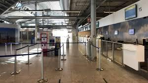 Weinig vluchten en dichte winkels op Eindhoven Airport,  luchtvaartmaatschappijen kijken wel vooruit - Omroep Brabant