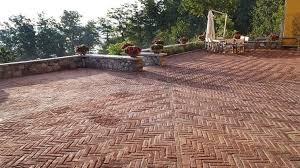Pavimentazione Balconi Esterni : Piastrelle per pavimenti disegni in ceramica il bagno