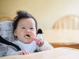 Khi nào mẹ nên cho bé ăn dặm? - Vinamilk Bột dinh dưỡng