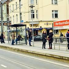 Und nach 50 m rechts in die tiefgarage. H Herthastrasse Strassenbahnhaltestelle In Zollstock