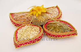 Saree Tray Decoration Leaf Dry Fruit Packing at Rs 1100100 piece New Palasia Indore 100