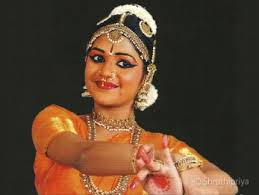 the bindi traditionally is a red dark maroon circle but more modern dancers opt for a