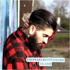Coupe De Barbe Avec Une Coupe De Cheveux Homme Moderne