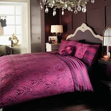 Amazing Purple Bedroom Decor With Fabric Headboard