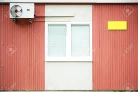 Eine Holzbaracke Mit Holzwänden Ist Mit Einem Fenster Und Einem
