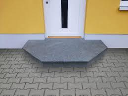 Als nebentreppe, raumspartreppe oder als einfacher dachbodenzugang sind sie an den. Eingangstreppen
