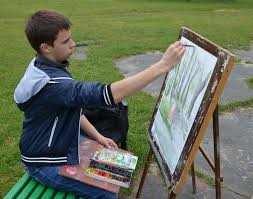 ребёнок рисует на пленере