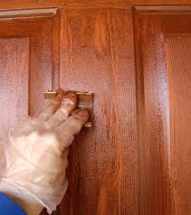 how to use wood graining tool