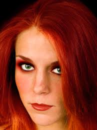 red hair pliments green eyes