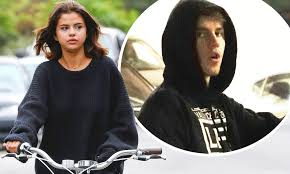 Selena Gomez rides bicycle before Justin Bieber meets her | Daily ...