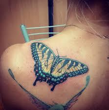 бабочка тату на лопатке у девушки фото татуировок