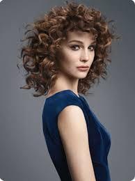 Coupe De Cheveux Pour Cheveux Frisés Mi Long
