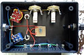 guitar fx layouts test box 2 0 the box does work as it is now but there s no use for the binding post and the dpdt switch