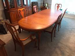 beautiful kincaid governors oak dining room table with four chairs and two captains chairs cur 350