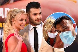 Britney spears and sam asghari attend sony pictures' once upon a time. Britney Spears Boyfriend Show Off Their Toned Bodies During Romantic Date Starbiz Net
