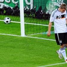 En el año 2003, a la edad de 18 años, podolski aún formaba parte de las divisiones menores del club. Germany Do The Job