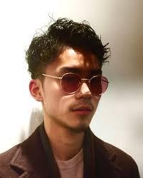 Yoshiyuki Nagashimaさんのヘアスタイル 73分けのパーマでサイドツー
