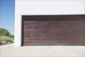 closed door of a garage fixing mon garage door opener problems