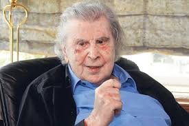 The latter still has two holes left to play in his first round, which he will. Mikis Theodorakis Wird 95 Im Herzen Europas Kultur Tagesspiegel