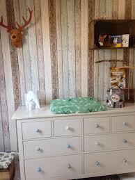 Hippe Babykamer Met Commode Kinderkinder Nursery Hout Behang