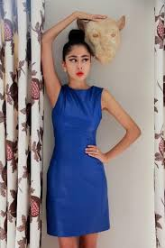 royal blue dress red lipstick