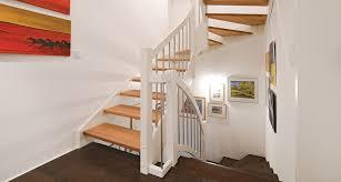 Das elegante geländerset besteht aus witterungsbeständigem aluminium und edelstahl und kann daher. Treppe Aus Holz Metall 1 000 Qm Ausstellung In Aschaffenburg