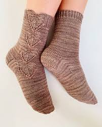 Estee socks pattern by Oomieknits   <b>Носки</b>