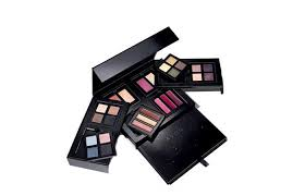 8 mega mix and go palette by avon save the indian fashion giant avon includes this professional makeup kit