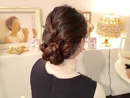 オフィス向けヘアに最適編み込みで作る大人女子向け簡単な愛され