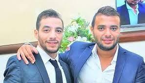 صديقه يُفجر مفاجأة... رامي صبري يتلقى عزاء شقيقه الراحل
