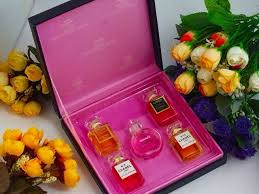 chanel 5 gift set. dapatkan koleksi parfum chanel kemasan dus / box eksklusif dengan pembelian gift set mini. mini@ 5 ml x 5pc,