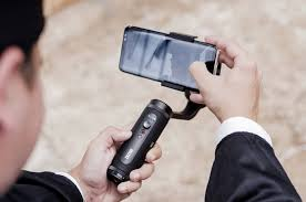 <b>Zhiyun's</b> new <b>SMOOTH</b>-<b>Q2</b> is yet another compact smartphone gimbal