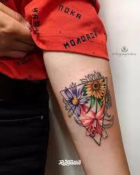 фото татуировки цветы в стиле авторский графика лайнворк реализм