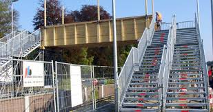 Corbis wer treppen etwas schwungvoller nutzt, fördert seine gesundheit. Treppen Buck