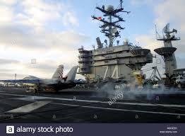 010718-N-0880F-345 The Pacific Ocean (Jul. 18, 2001)-- An F-14 Stock Photo  - Alamy