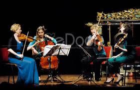Contoh dari musik ansambel campuran ini ialah pianika, gitar, rekorder, triangle, tamborin dan juga simbal. Ulangan Harian Kd 2 Musik Ansambel Arts Quizizz