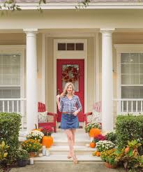 ger ashley brooke shares how to decorate your front porch for fall in 4 easy steps