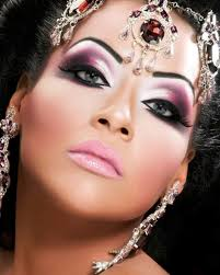 so whilst searching for inspiration for our plain eyes we thought we would share with you some of our favourite dramatic arab eye looks grab the eyeliner