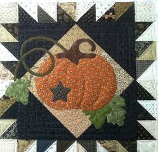 adorable pumpkin quilt with vines and leaves. This would be great ... & adorable pumpkin quilt with vines and leaves. This would be great for  Thanksgiving quilts, Adamdwight.com