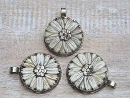 silver flower daisy pendant