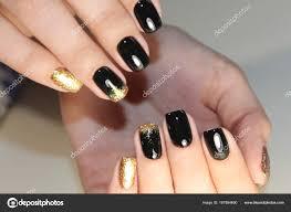 デザイン ブラックとゴールド色をマニキュアします ストック写真