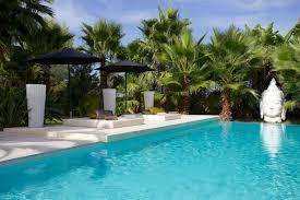 Giardini moderni con piscina: foto ville ristrutturazione casa
