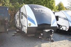 2018 crossroads sunset trail 262bh rear double bunks w privacy curn booth dinette full shower
