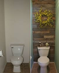 This Small Toilet Room Got an Excellent Makeover with Pallets - http://www