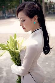 Image result for áo dài trắng nữ sinh trắng