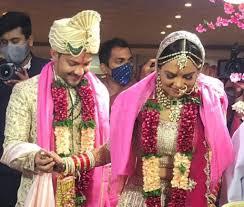 Aditya Narayan and Shweta get married; watch Udit Narayan dancing in baraat