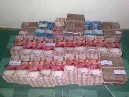 Hasil gambar untuk tumpukan uang